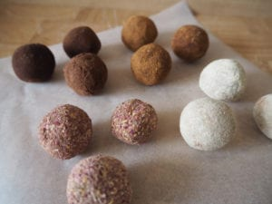 RAW BLISS BALLS Rezept Holly